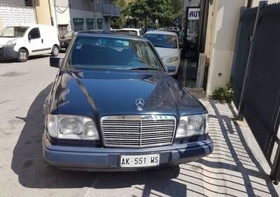 Mercedes-Benz 200 E  epoca